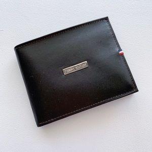 NEW Men's Tommy Hilfiger Black Leather Wallet
